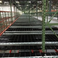 Material handling shelves with pallet flow